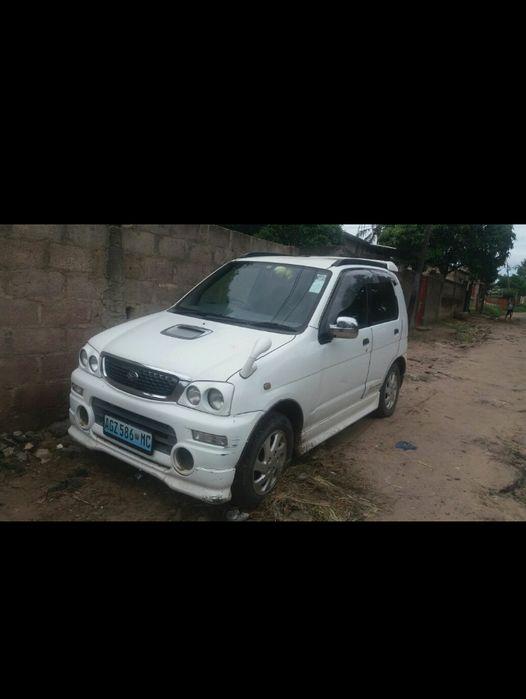 Vendo um Daihatsu-Terios 4x4 em boas condições, usado por uma mulher