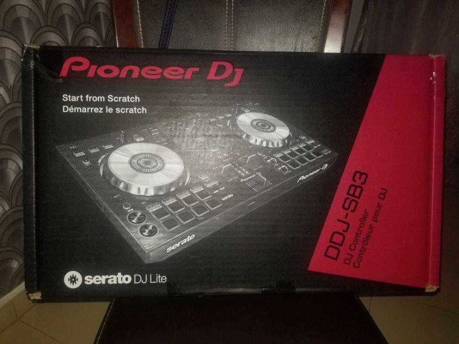 Vendo uma controladora pionner DJ - DDJ-SB3 última versão nova.
