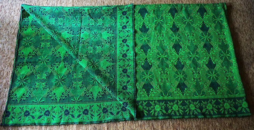 Ръчно тъкан вълнен килим (покривало за легло)