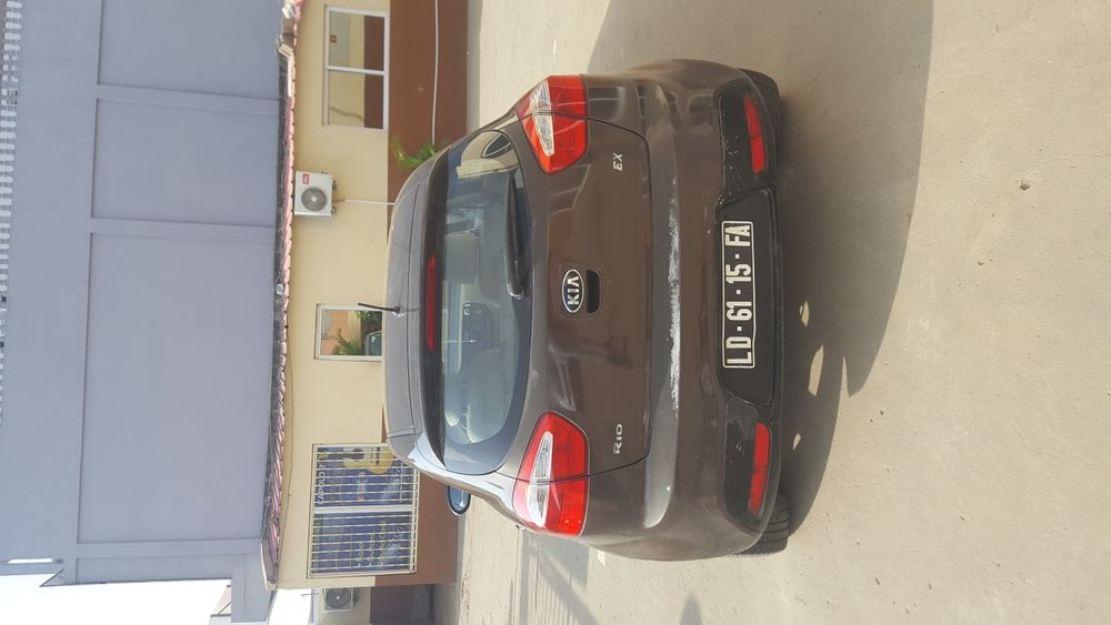 Kia Rio full option automatico