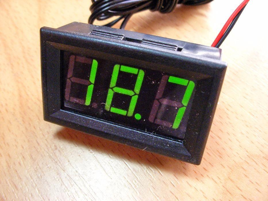 Панелен LED / LCD термометър -50 - +110 ° C със сонда червен/син/зелен