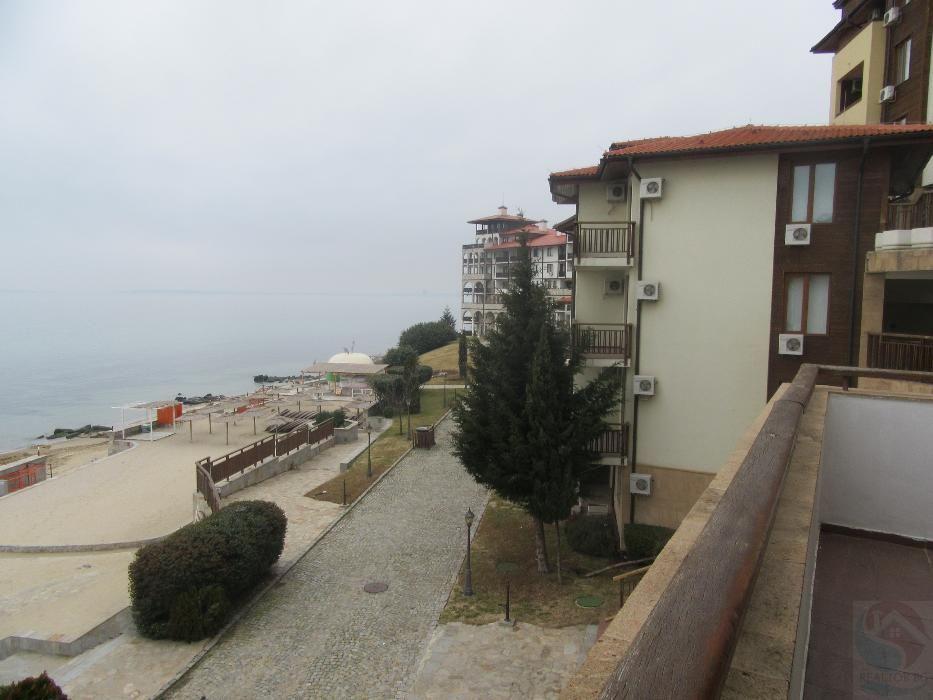 Апартамент с три спални на брега на морето