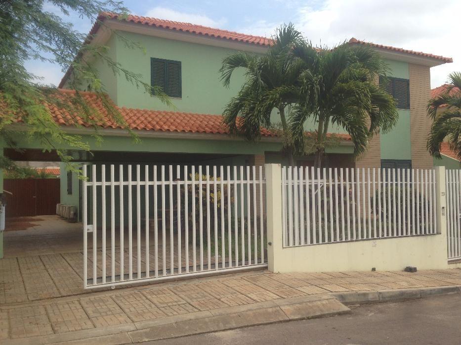Vivenda T4 RC+1º Condomínio Old Vilas