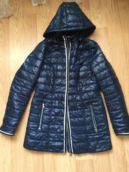 Срочно продам демисезонную женскую куртку.