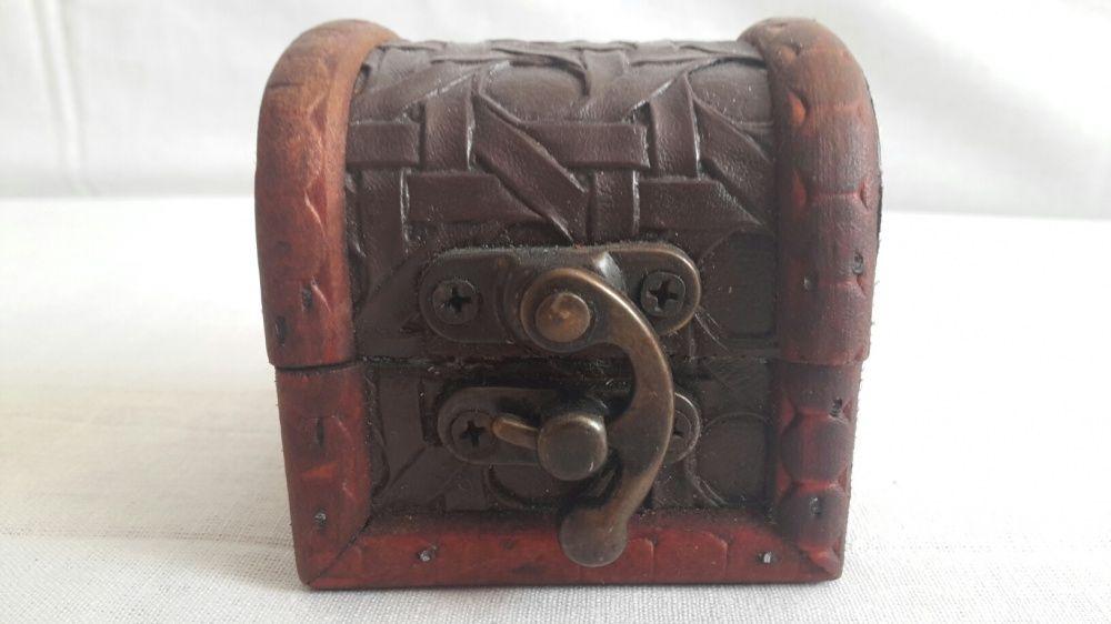 Cutie Bijuteri tip cufar din lemn Lungime 6 cm