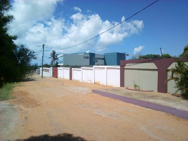 Dona Alice 30/50 Vedado com T3 Precaria.100metros da estrada R.PRAIA Maputo - imagem 3