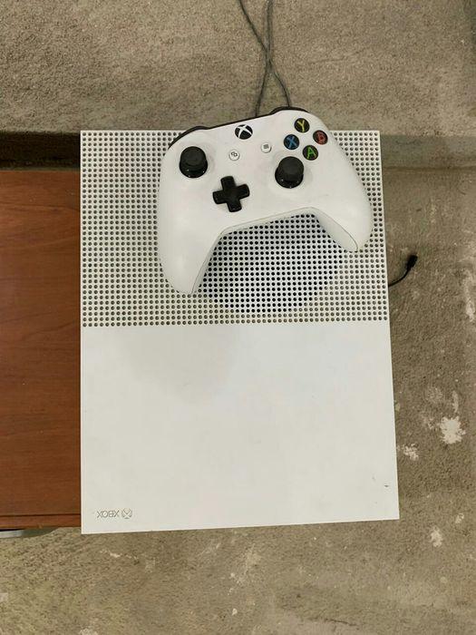 Xbox one S 1tb MKX e 1 joystick
