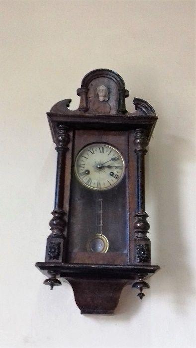 стар автентичен стенен часовник