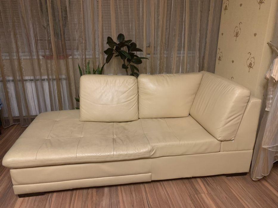 Кожаный диванчик