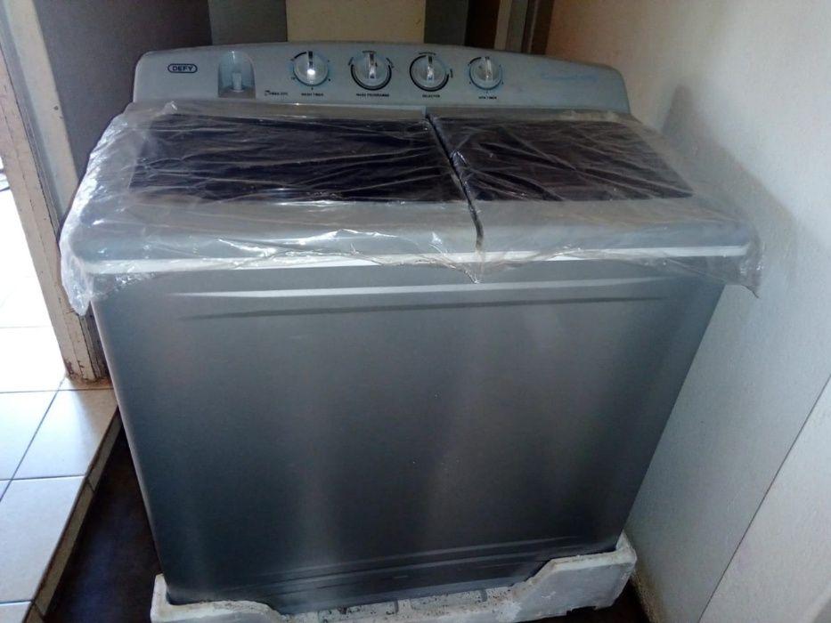 Maquina de lavar roupa DEFY