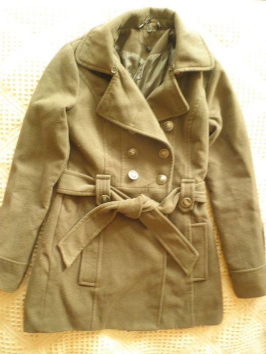 Продавам палто и черни ботуши
