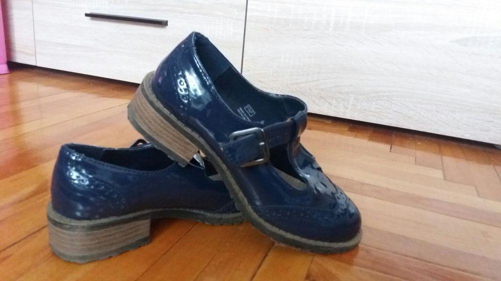 Vand pantofi noi fetite