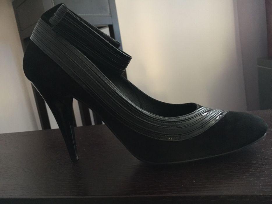 Елегантни черни дамски обувки на висок ток , естествен велур и лак