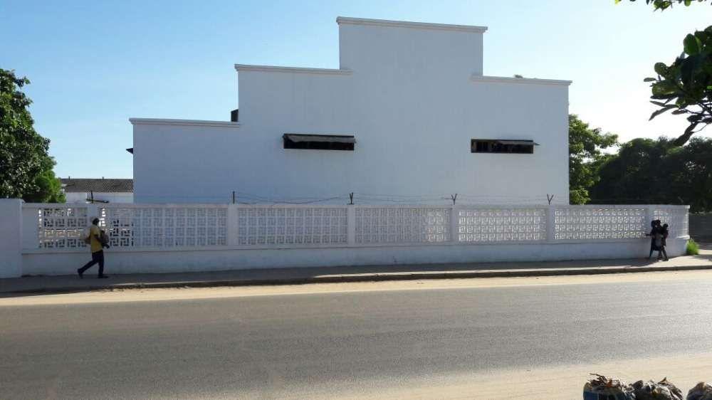 Vende-se Armazém com 1700 m2