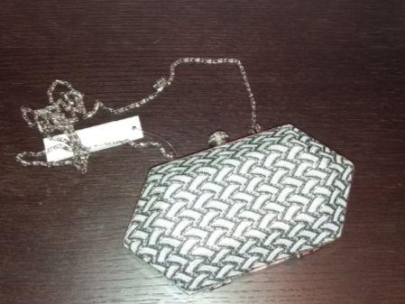 Клатч с декоративной цепью.