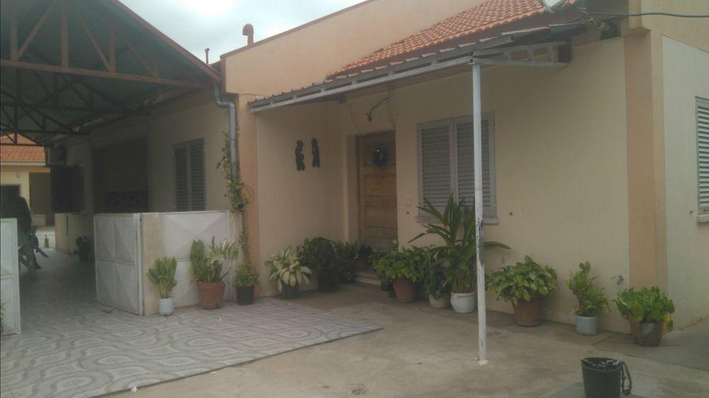 Arrenda se está vivenda t4 n talatona no condomíniodas 30 casas.