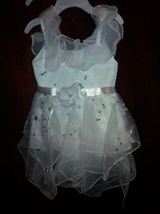 Vând rochiță
