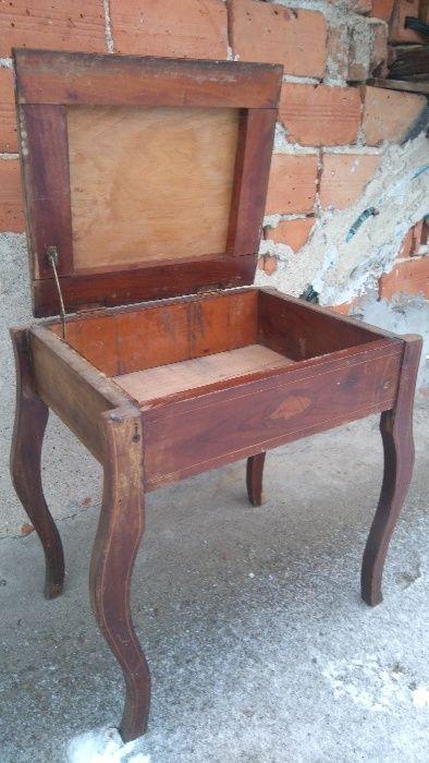 Стол античен