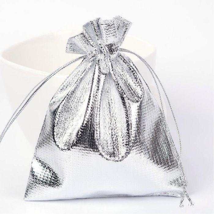 Saculet cadou, saculet bijuterii. Saculet argintiu 12 x 10 cm