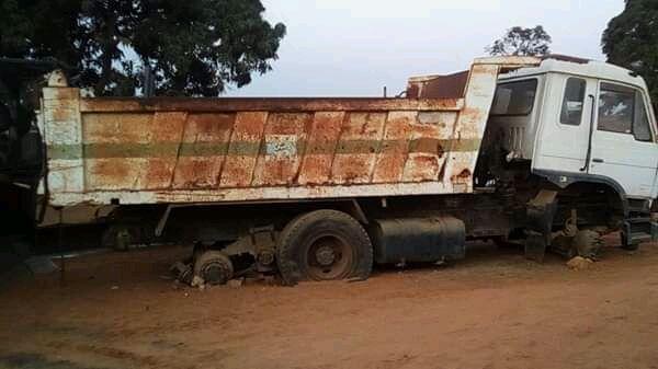Camião Basculante a venda
