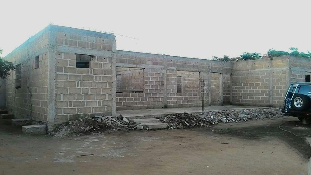Casa T4 inacabada no Belo Horizonte