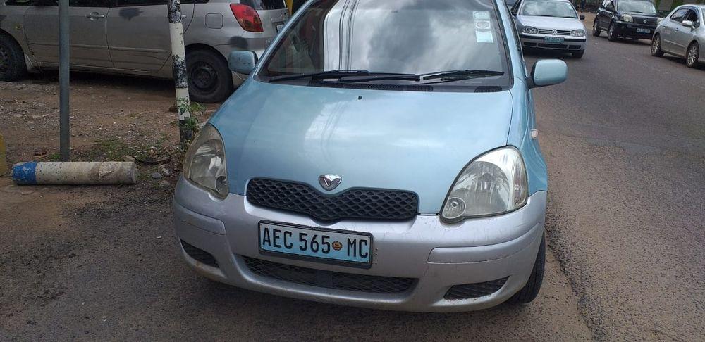 Toyota Vitz Lágrima Azul