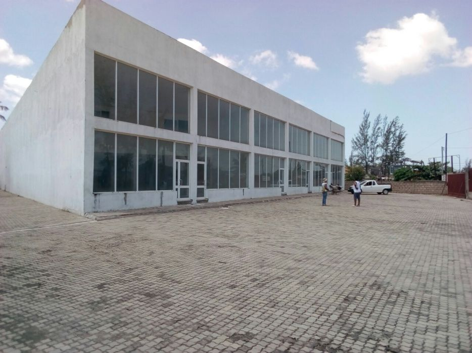 Arrenda-se armazéms na Av Josina Machel na Machava vulgar coca cola.