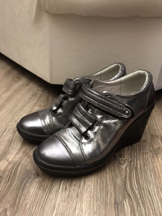 Продам кроссовки-ботинки на платформе