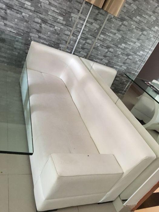 Conjunto de sofá branco usado