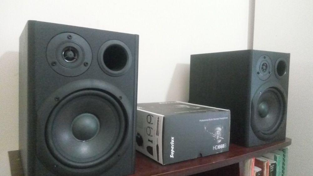 Monitores de estudio marca Hibrid HF6 novo, com caixa.