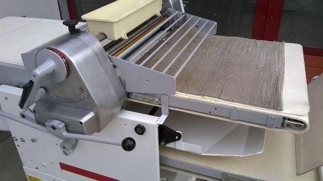 Modelator franzela, fitile, cornuri / masina foietaj - Seewer Rondo CH