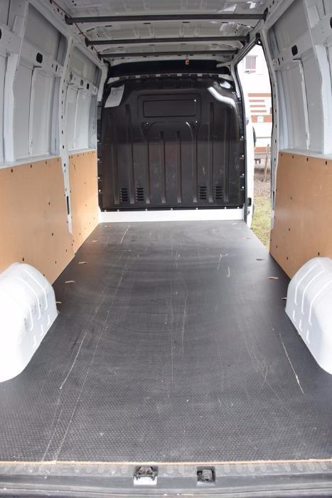 Монтиране на дървен под и страници за бус и товарни автомобили