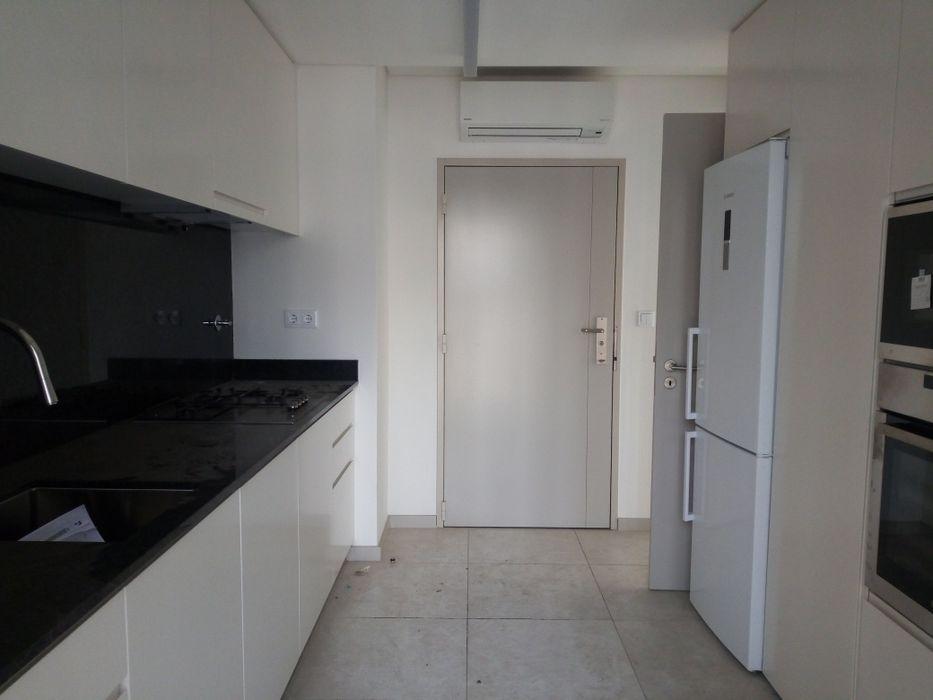 Arrenda Apartamento No Yacavela Idificio Novo T3 Plicina Guarda