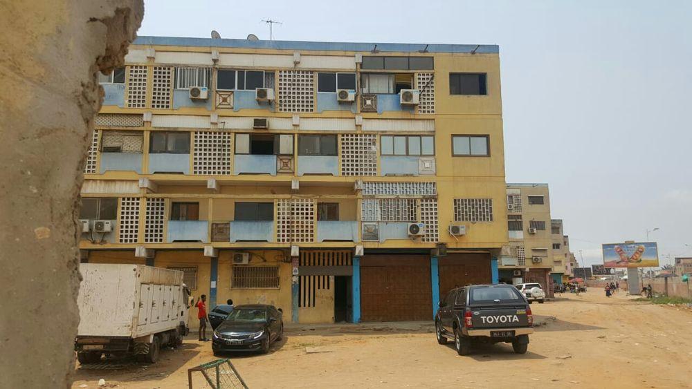 Vendo este apartamento T3 no 3 andar no Nelito Soares negociavel