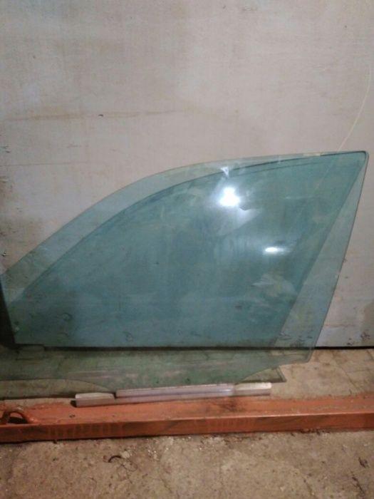 Продаю стекло водительской двери