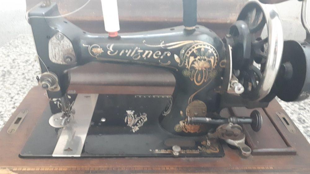 Продавам много стара шевна машина работеща