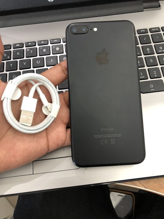Apple iPhone 7 Plus 256GB Preto Novo com cabo