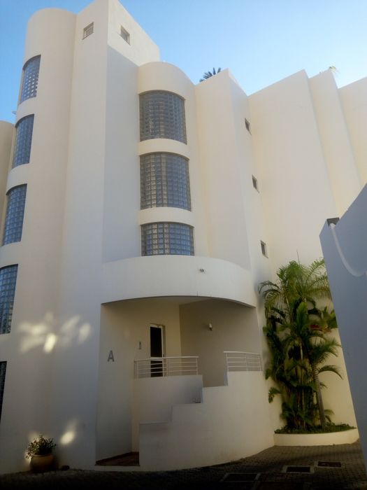 Arrenda-se apartamento t3 no condomínio Miramar