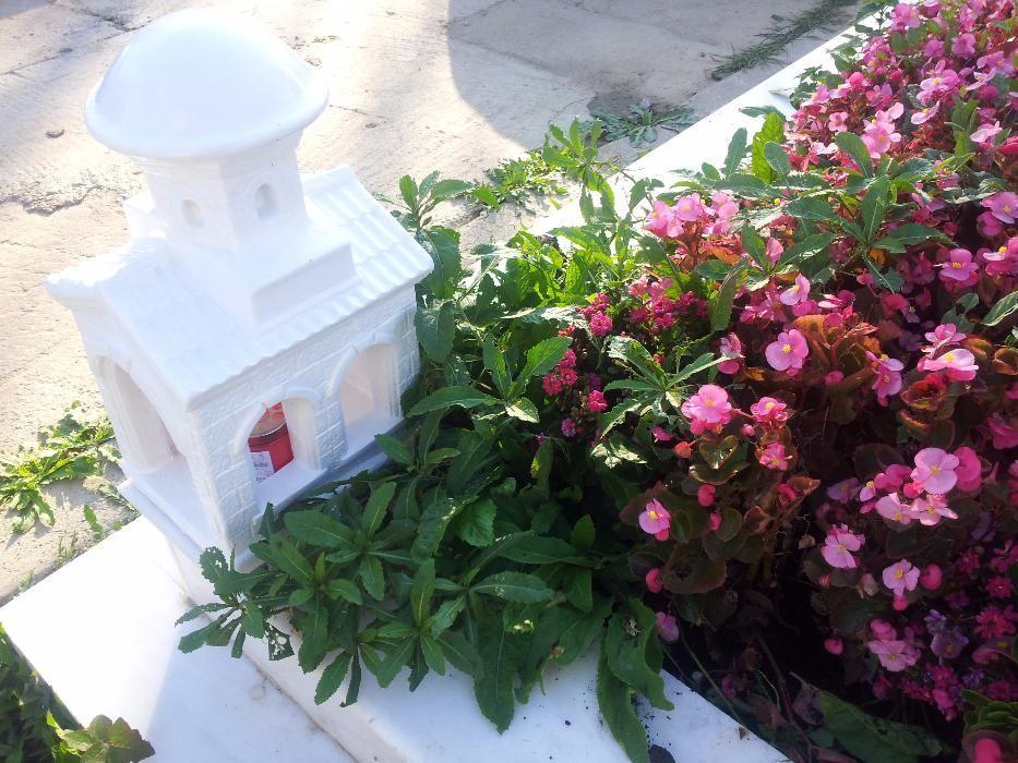 Monumente Funerare, Troita, Bisrica in miniatura.