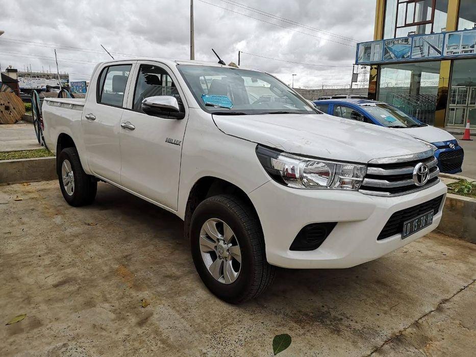 Vende-se Toyota Hilux Novinha