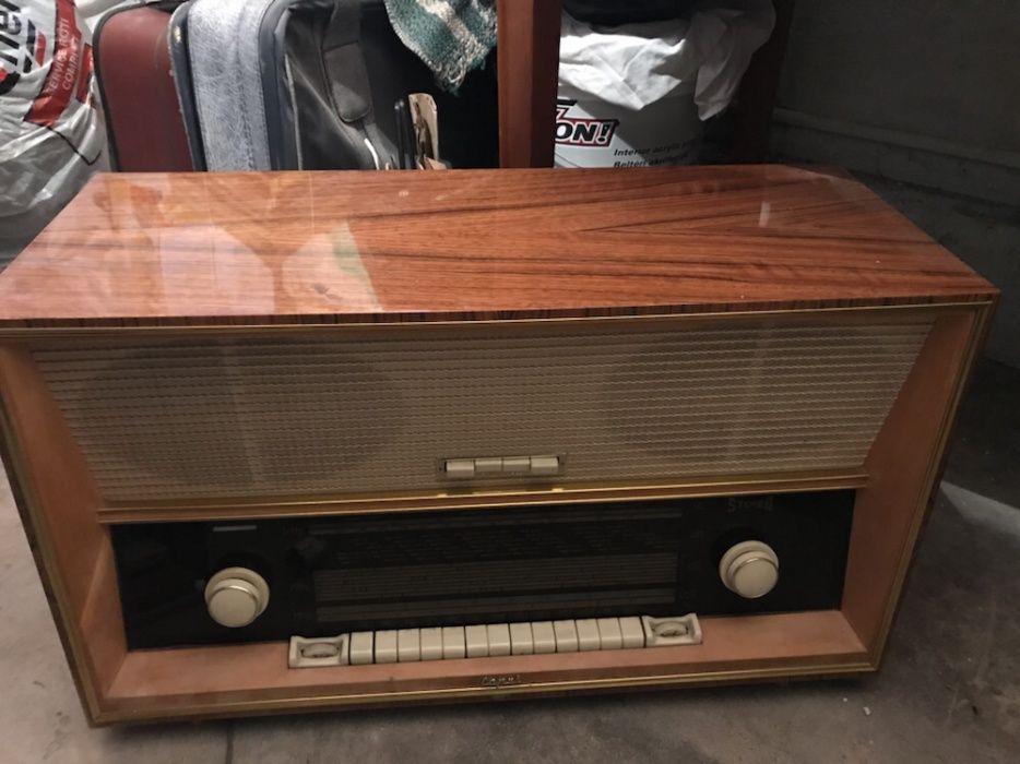 Aparat radio Capri vechi de 50 de ani