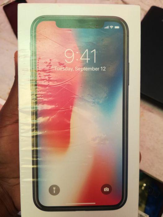 iPhone X selado