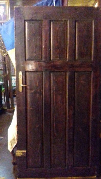 usa din lemn de esenta tare
