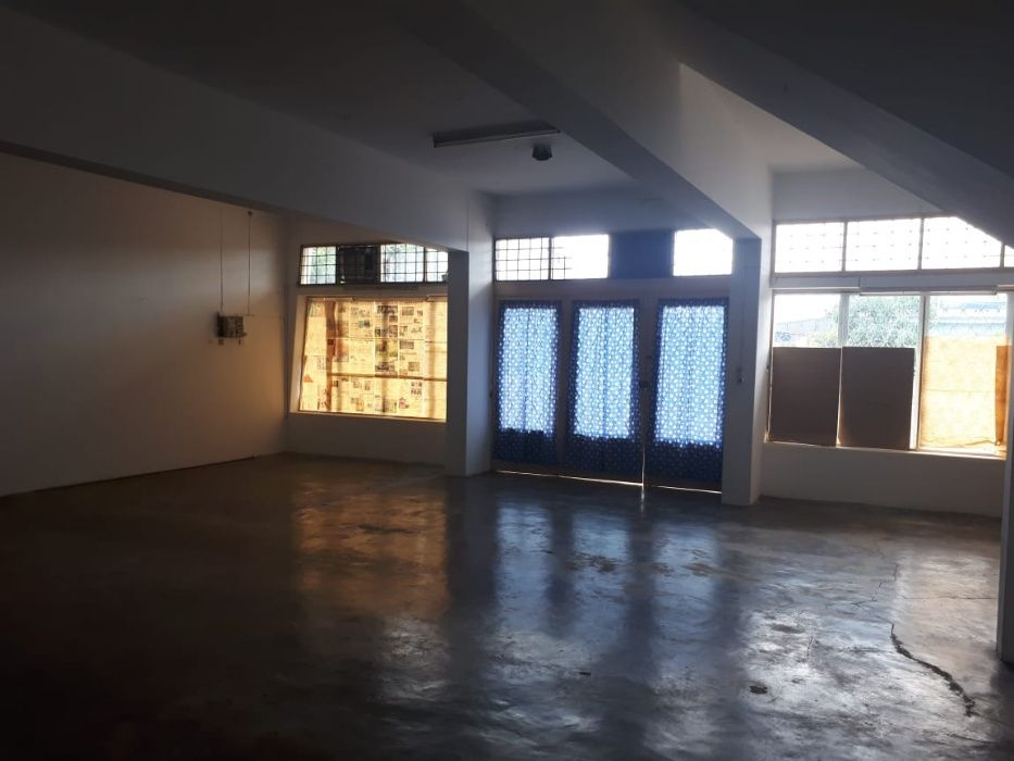 ARRENDA-SE: 1 Armazém na Av. Da Angola proximo ao Home Center