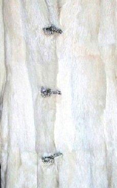 Шубка, белый кролик, в отличном состоянии, 44 размер - 50,000 тенге
