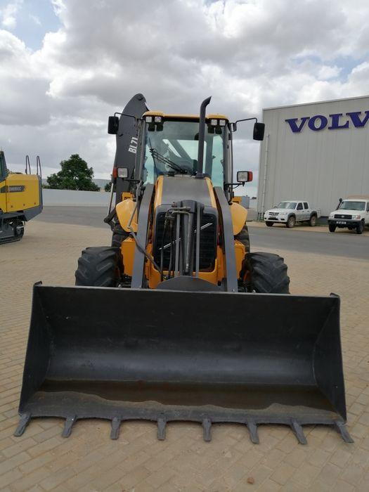 Retro escavadora Volvo BL71