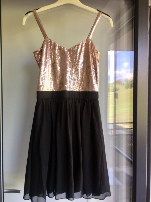 Rochie eleganta cu paiete aurii