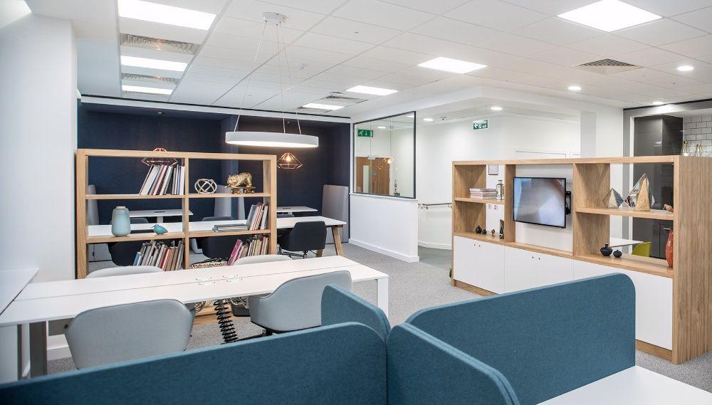 Venha para a nossa área Business Lounge e comece a trabalhar na avenid