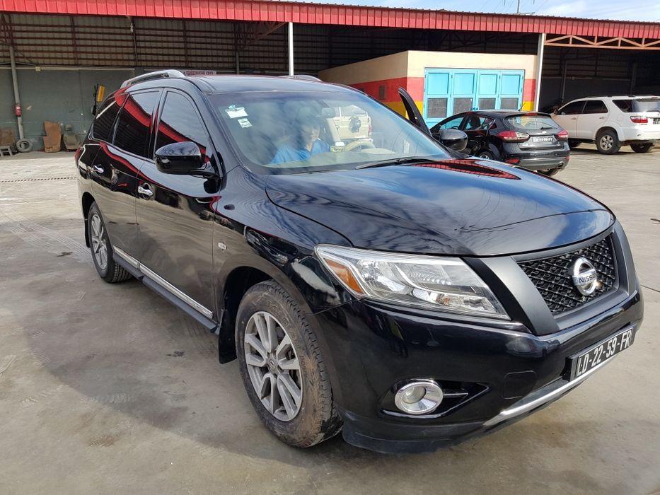 Nissan Pathfinder V6 Limpo