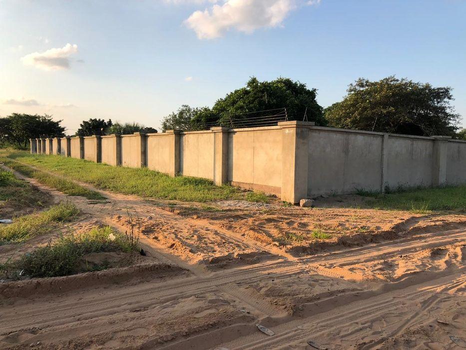 Vende-se propriedade Traspassa-se 4 hectares bem frente a Praia Duat Bilene Macia - imagem 2